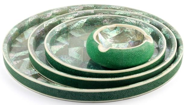 De-Nacre-et-DOrient-Set-de-bandejas-y-cenicero-de-galuchat-y-madre-perla-verde